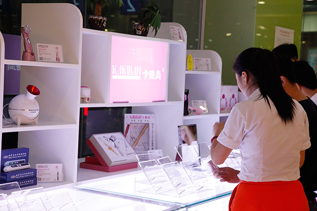 Born for Beauty, Paying a Visit to Agent Counter of KAKUSAN in Baoan,Shenzhen